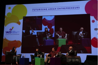 L-R: Cheryl Yeoh (MaGIC), Nina Teng (GrabTaxi), Hugh Mason (JFDI), Baba Shiv (Stanford Graduate School of Business)
